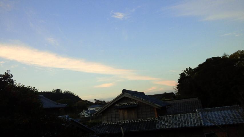今朝の地震雲:非常に珍しいことに今朝和歌山の方角に「地震雲」があった?_a0348309_7122049.jpg