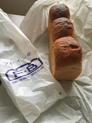 フロイン堂の山型食パン_a0163160_18451856.jpg