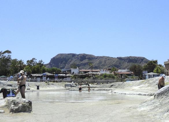 ヴルカーノ島1. 世にもワイルドな泥んこ温泉でファンゴ三昧!!_f0205783_16012912.jpg