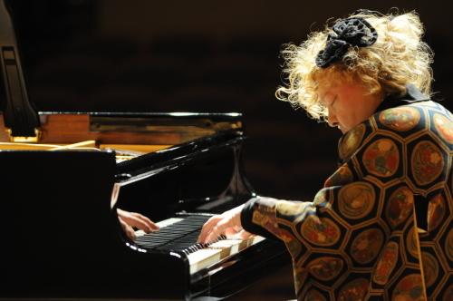 フジコ・ヘミングさんのコンサートへ♪ 娘も芸術観賞☆_d0224894_12422161.jpg