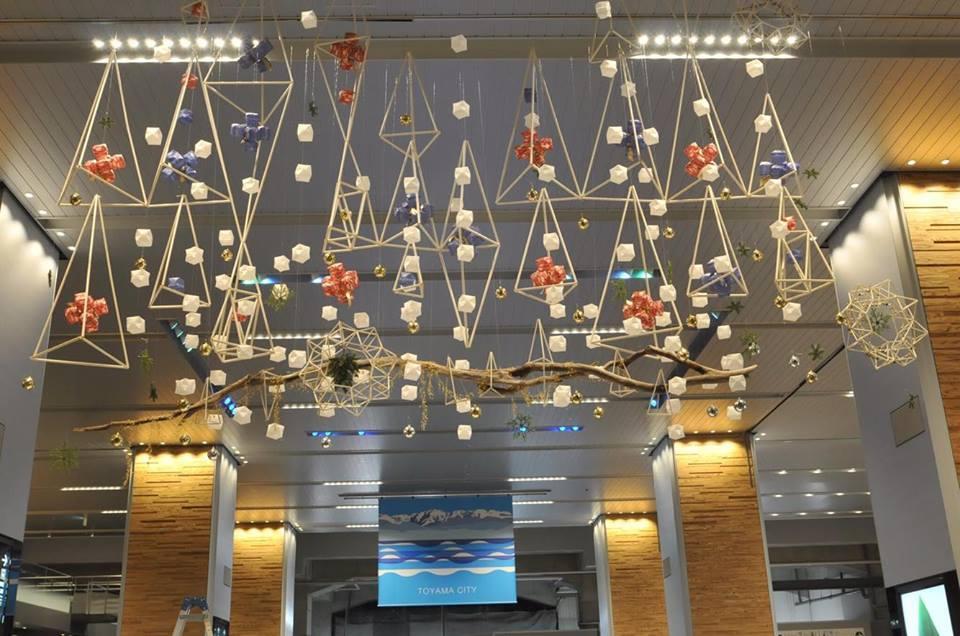 富山駅でクリスマスデコレーションしてきました。_d0182409_18382852.jpg