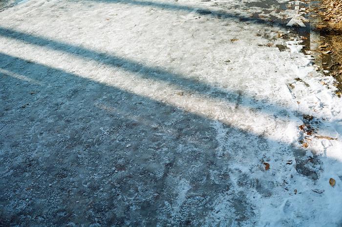 切通しの道と凍結路面_c0182775_17503170.jpg