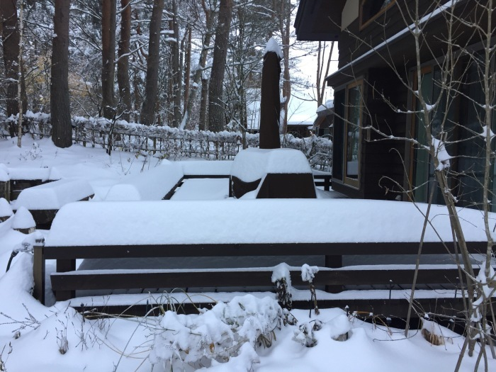 あなぐま荘の初雪2016_c0301809_23544685.jpg
