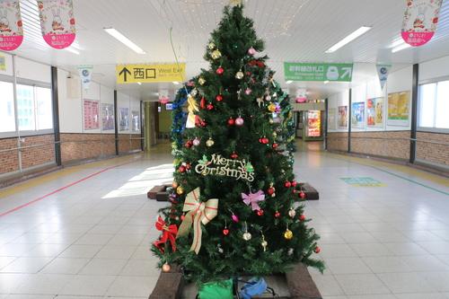 福島駅西口改札口から東口改札口への通路のイルミネーション_c0075701_1745755.jpg
