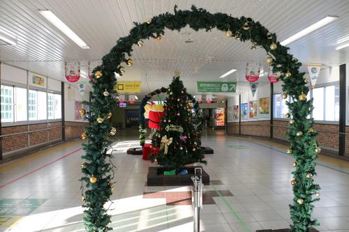 福島駅西口改札口から東口改札口への通路のイルミネーション_c0075701_17506.jpg
