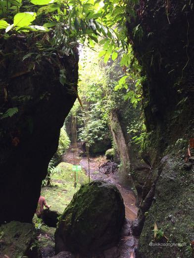 """トゥカッ・チュプンの滝へ行ってみました。その1 \""""Jalan2 ke Air Terjun Tukad Cepung I\""""_a0120328_17311186.jpg"""