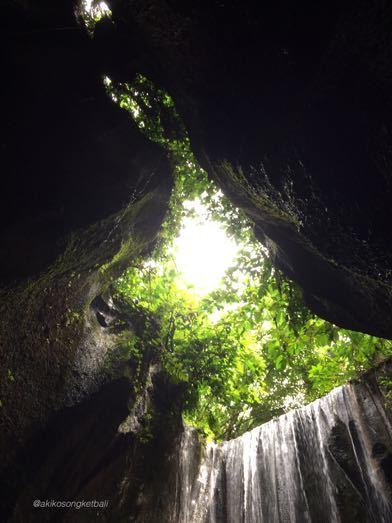 """トゥカッ・チュプンの滝へ行ってみました。その2 \""""Jalan2 ke Air Terjun Tukad Cepung II""""_a0120328_18525797.jpg"""
