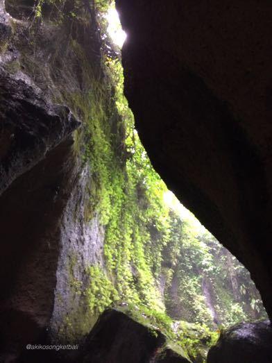 """トゥカッ・チュプンの滝へ行ってみました。その2 \""""Jalan2 ke Air Terjun Tukad Cepung II""""_a0120328_18551208.jpg"""