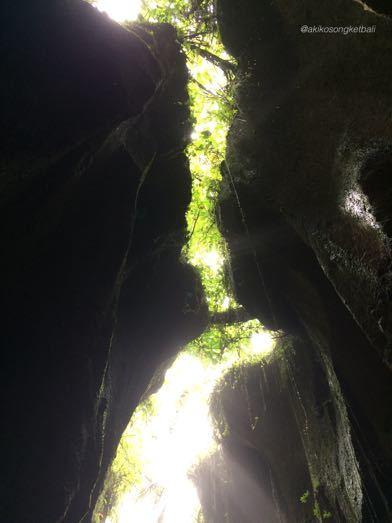 """トゥカッ・チュプンの滝へ行ってみました。その3 \""""Jalan2 ke Air Terjun Tukad Cepung III""""_a0120328_18583686.jpg"""