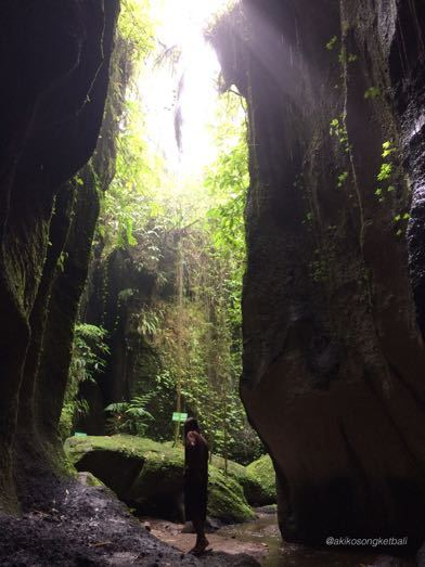 """トゥカッ・チュプンの滝へ行ってみました。その3 \""""Jalan2 ke Air Terjun Tukad Cepung III""""_a0120328_18592157.jpg"""