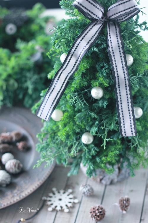 恒例の針葉樹のクリスマスツリー_e0158653_12403472.jpg