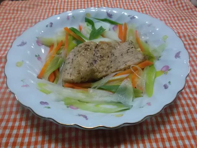 嫁からうれしいお知らせ&鮭の野菜レンジ蒸し_f0019498_1737164.jpg
