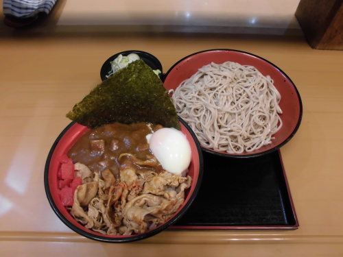 165杯目:富士そば御茶ノ水店で赤富士カレー丼セット_f0339637_08174187.jpg