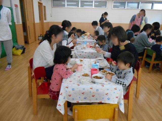 くま組 保育参観と給食懇談会_e0148419_1202941.jpg