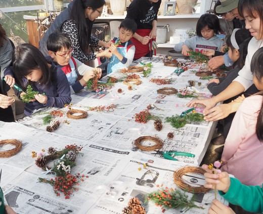 キッズ花クラブもナチュラルリースをつくりました!_f0139333_23184692.jpg