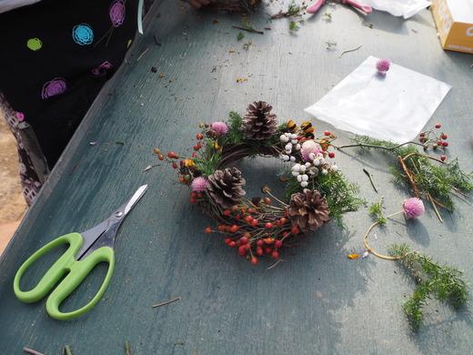 キッズ花クラブもナチュラルリースをつくりました!_f0139333_23204186.jpg