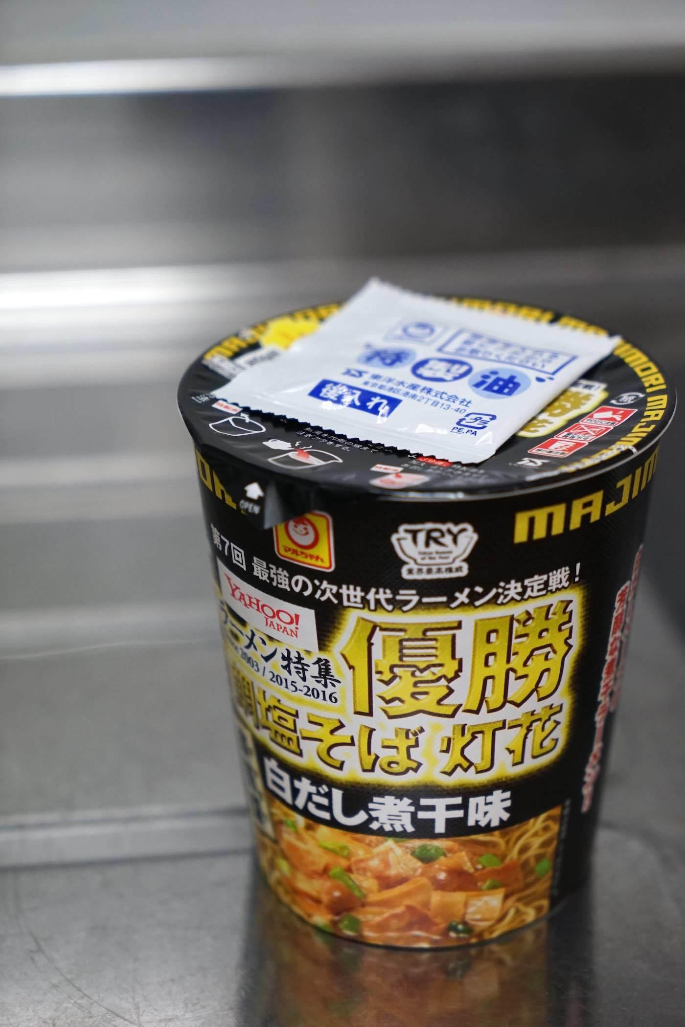 東洋水産 マルちゃん 本気盛 鯛塩そば 灯花 白だし煮干味_b0360240_20404392.jpg