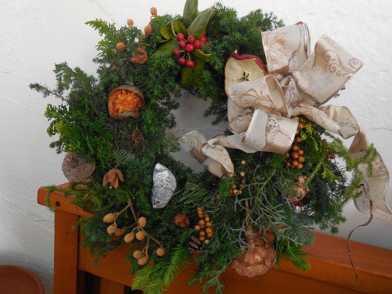 自然素材のクリスマス・リースを作りました!_e0356356_18225291.jpg
