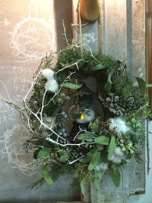 お花の教室(Xマスリース*ユーカリ*ランタン)_f0324766_11055672.jpg
