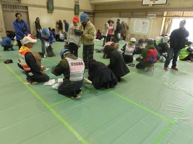 今年は吉高新聞部が訓練の様子を新聞として発行  4回目の「吉原高校避難所開設・運営訓練」_f0141310_854760.jpg