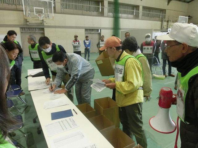 今年は吉高新聞部が訓練の様子を新聞として発行  4回目の「吉原高校避難所開設・運営訓練」_f0141310_862248.jpg
