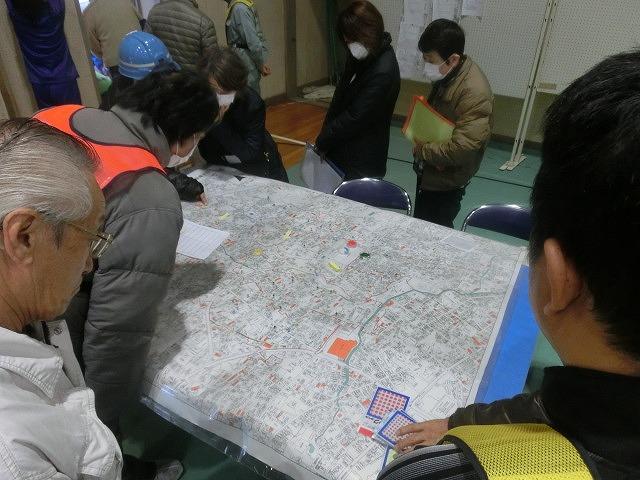 今年は吉高新聞部が訓練の様子を新聞として発行  4回目の「吉原高校避難所開設・運営訓練」_f0141310_87765.jpg