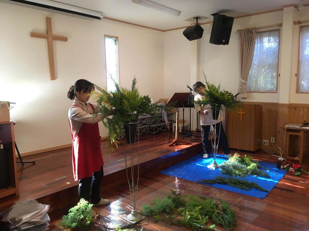 クリスマス会&礼拝に向けて、リース作り!_d0120628_0134460.jpg
