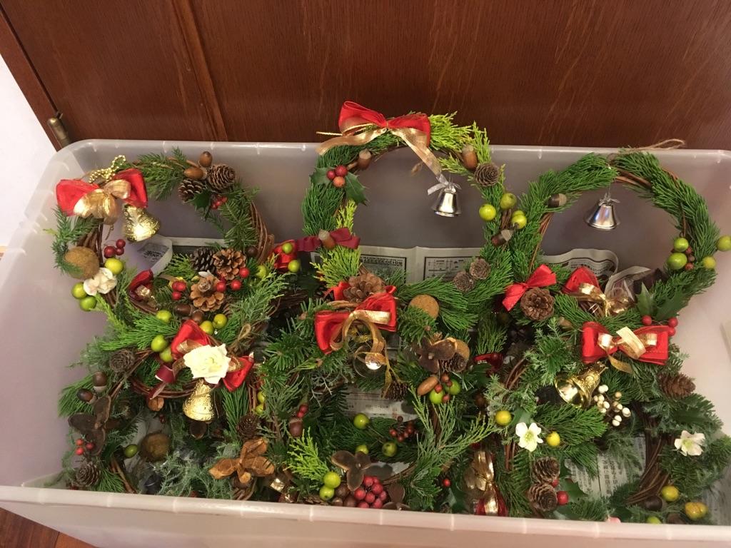 クリスマス会&礼拝に向けて、リース作り!_d0120628_0141284.jpg