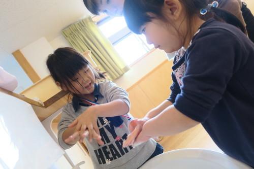 うさぎ組☆きりん組☆手洗いの練習_f0327175_16004248.jpg