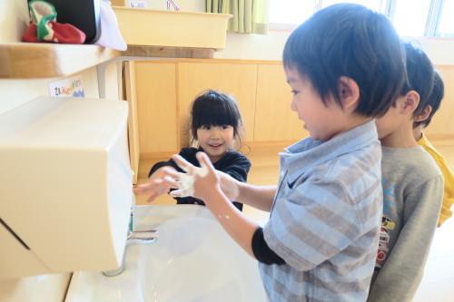 うさぎ組☆きりん組☆手洗いの練習_f0327175_16005957.jpg
