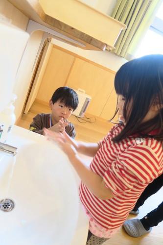 うさぎ組☆きりん組☆手洗いの練習_f0327175_16012115.jpg