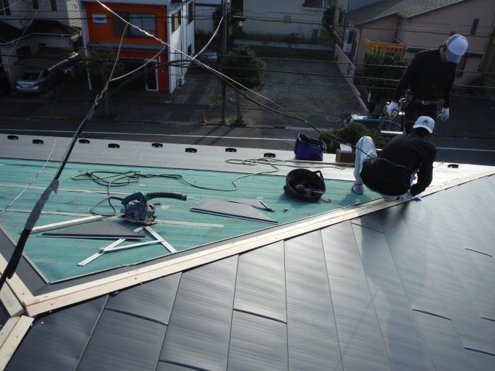 屋根工事 ~ 金属瓦の重ね葺き_d0165368_09190893.jpg