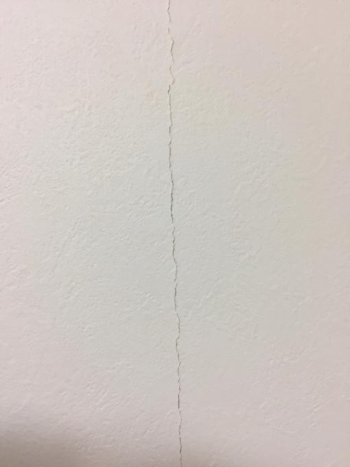 クロス貼りの壁と漆喰塗りの壁_c0101235_11101915.jpg