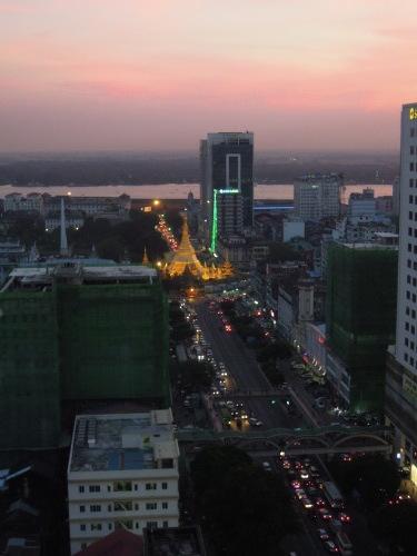 高層階から望むヤンゴンの街並み_f0055745_21214783.jpg