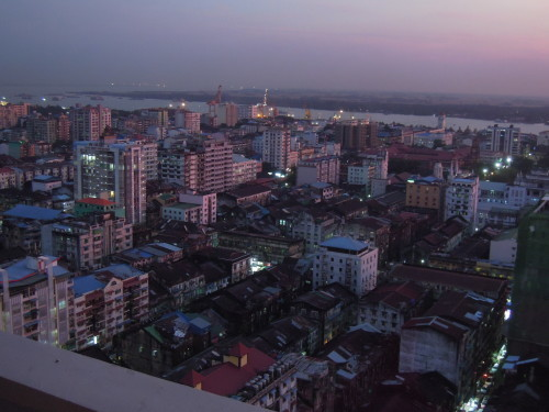 高層階から望むヤンゴンの街並み_f0055745_21214965.jpg