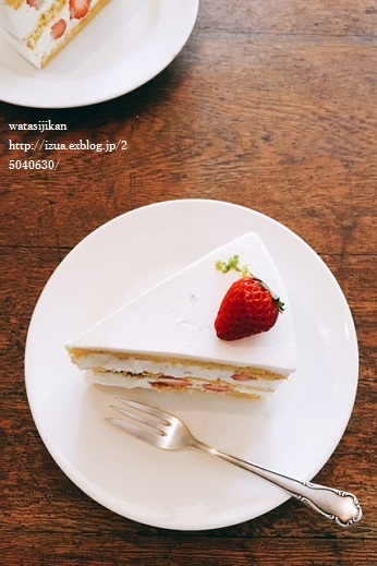 ケーキとツリーに飾る焼き菓子を購入_e0214646_15203141.jpg