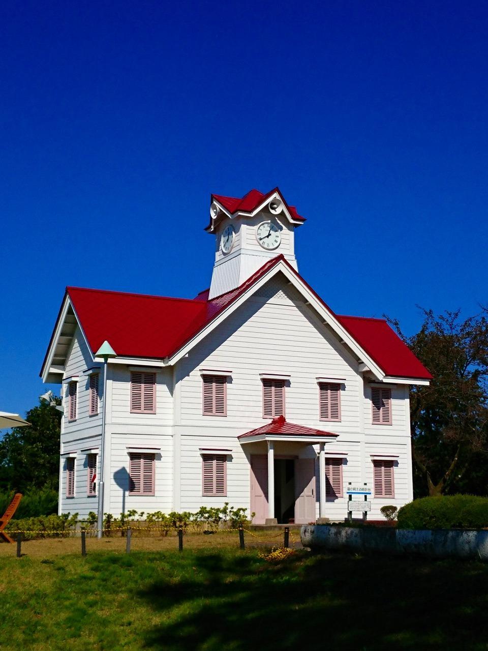 秋の空に赤い屋根_b0333959_01533157.jpg