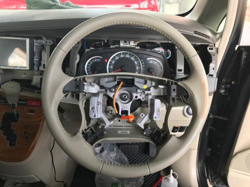 トヨタ・アイシス ステアリングのリペア_d0351087_21384200.jpg