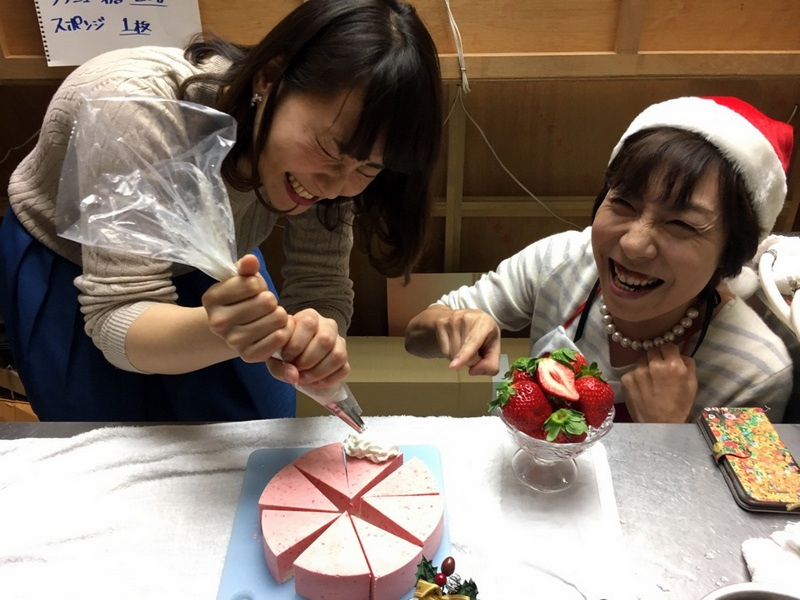 はっけんテレビで苺アイス クリスマスケーキをご紹介しました。_d0210450_1753161.jpg