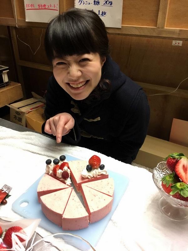 はっけんテレビで苺アイス クリスマスケーキをご紹介しました。_d0210450_1764594.jpg