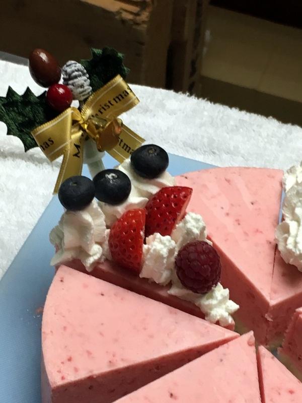 はっけんテレビで苺アイス クリスマスケーキをご紹介しました。_d0210450_178372.jpg
