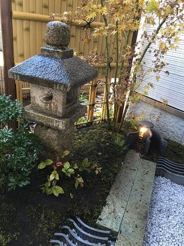 坪庭と、路地庭と。_e0356655_18093476.jpg