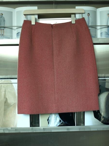 uemulo munenoliによる美しい曲線が印象的なスカート『SOFIIA』_e0122680_22415141.jpg