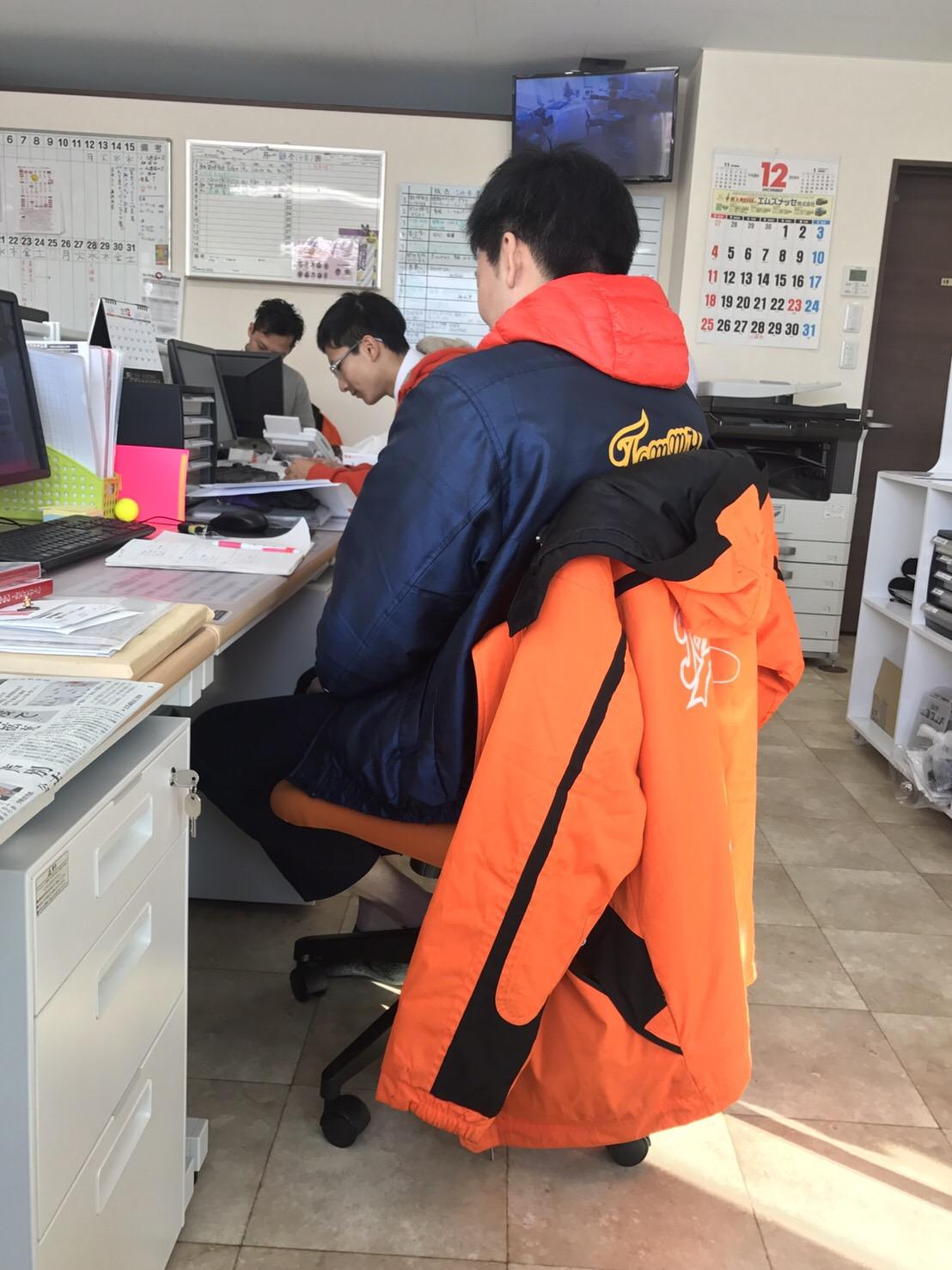 12月16日 本店、金曜日のオールスターブログ☆ ランクル・ハマー・アルファードはTOMMYへ♫_b0127002_18582991.jpg