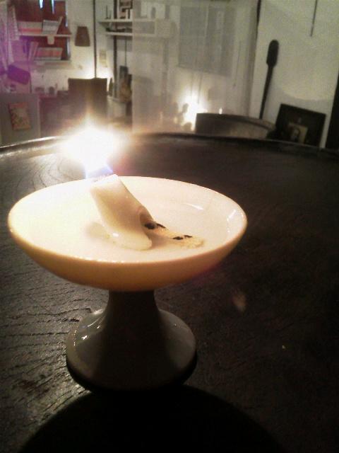 白磁の灯火器に火を灯してみたら。_e0350308_8364627.jpg