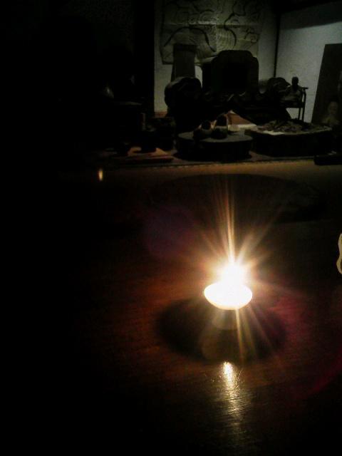 白磁の灯火器に火を灯してみたら。_e0350308_8364796.jpg