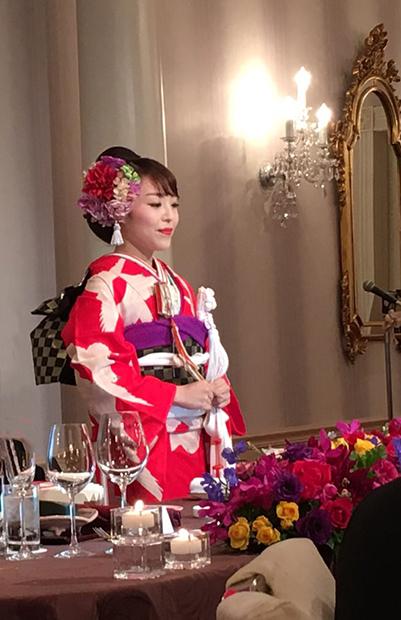 花嫁の洗練の赤の着こなし☆祝宴を彩る_b0098077_17134775.jpg