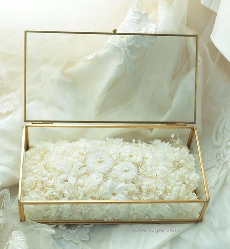 純白のリングピロー プリザーブドフラワーでガラスケースに_a0042928_23563949.jpg