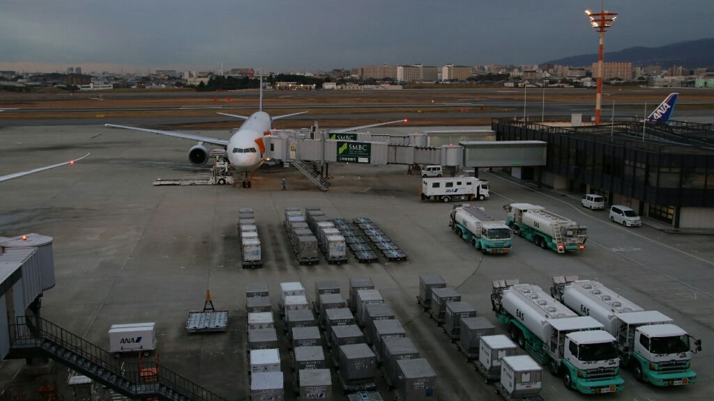 朝の伊丹空港_d0202264_17282447.jpg