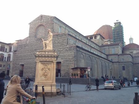 サン・ロレンツォ教会のフィレンツェらしいプレゼーペ_a0136671_1513230.jpg